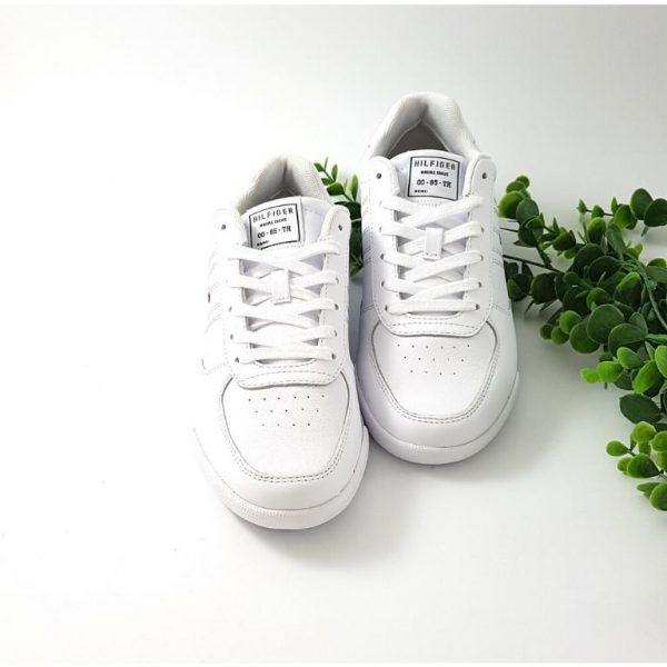 Chaussures-Traces-Lightweight-baskets-blanche