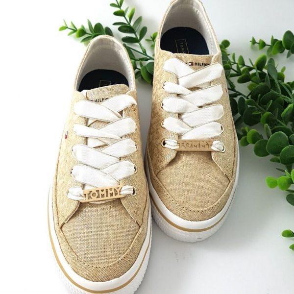 Chaussures-traces-Baskets-dorée-semelle-compensée