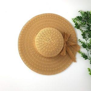 chaussures-traces-chapeaux-byo-ruban-dentelle-beige