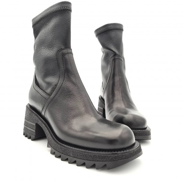 chaussures-traces-m547m2-semerdjian